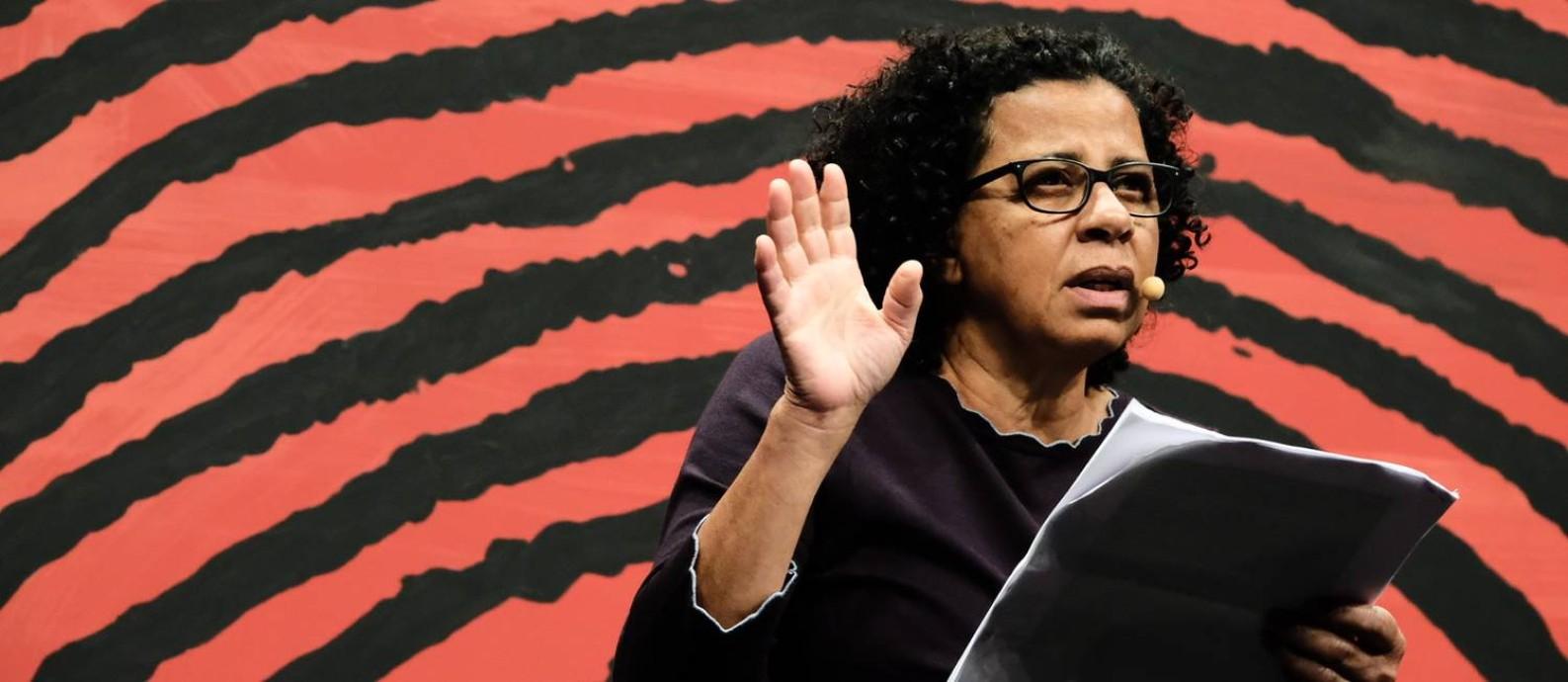 Marilene Felinto na mesa 'Cansanção': escritora teceu críticas a Euclides da Cunha Foto: Divulgação