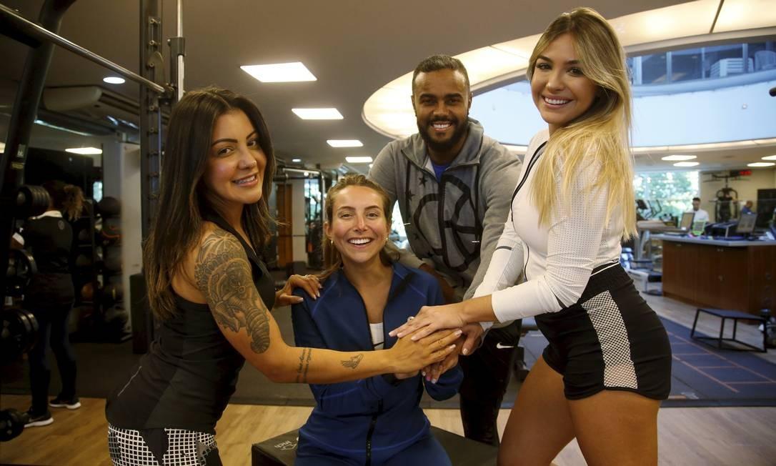 Comunicação assertiva: Jorge de Sá, Vanessa Fonseca (à esquerda), Camilla Brunetta (centro) e Renata Dias (à direita) têm parcerias com a academia Bodytech e outras marcas Foto: Fábio Guimarães / Agência O Globo