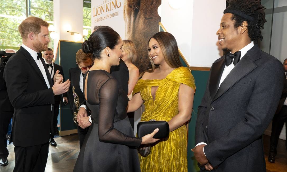"""Quando a realeza britânica encontra a realeza americana. Meghan Markle e Beyoncé se encontraram no domingo (14) na estreia do filme """"O Rei Leão"""", em Londres Foto: WPA Pool / Getty Images"""