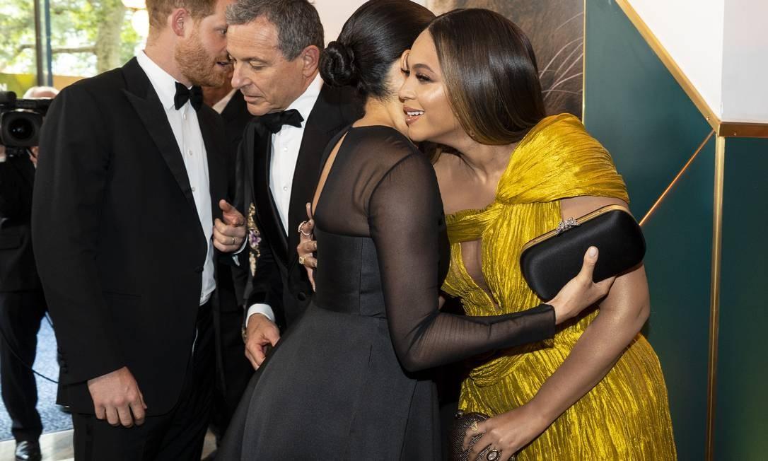 Esse é a primeira vez que as duas se encontram desde que Beyoncé fez um vídeo agradecendo um prêmio com um quadro de Meghan atrás Foto: WPA Pool / Getty Images