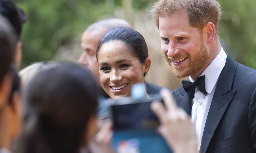 Meghan e Harry fazendo a alegria dos fãs no em Londres Foto: Mark Cuthbert / UK Press via Getty Images