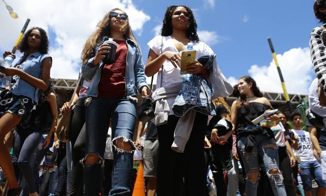 Candidatas chegam para a prova do Enem 2018 em Brasília Foto: Jorge William - 11-11-18/Agência O Globo