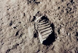 Imagem de pegada deixada pelo astronauta Edwin