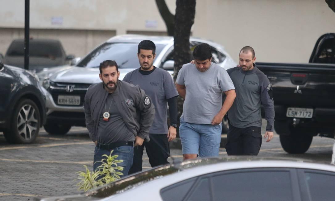 Bruno Cancella é preso durante operação contra envolvidos com exploração imobiliária clandestina Foto: Fabiano Rocha / Agência O Globo