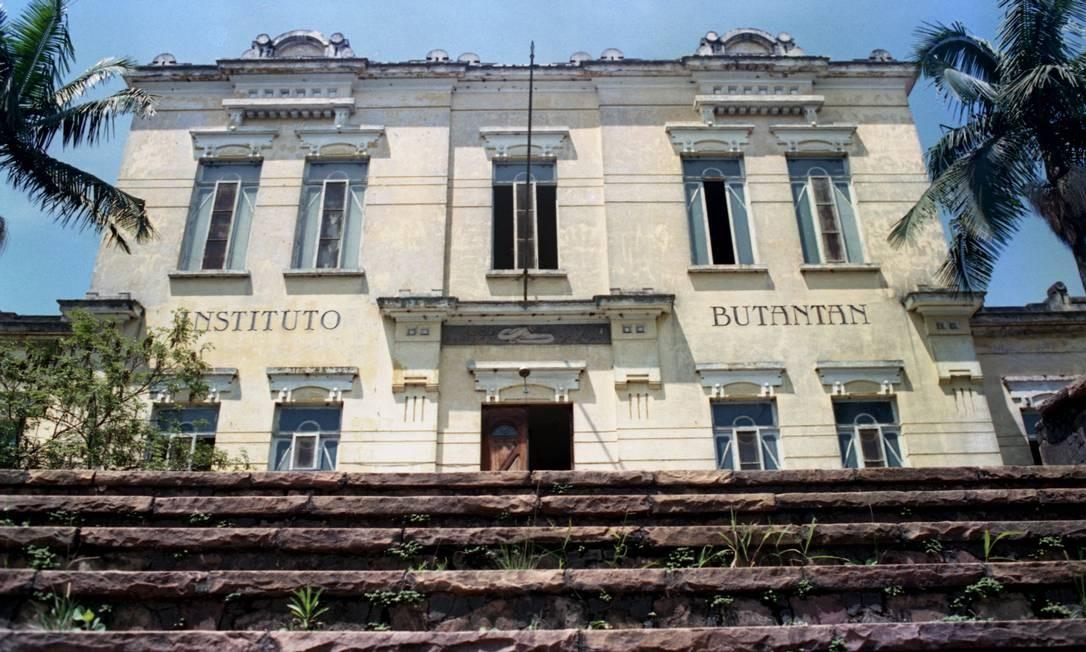 Entre os laboratórios que tiveram o contrato suspenso está o Instituto Butantã, em São Paulo - arquivo Foto: Márcia Zoet / Agência O Globo