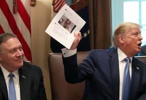 """Presidente dos EUA, Donald Trump, afirmou hoje que """"não tem um osso racista sequer"""" em seu corpo. Ele publicou mensagens consideradas racistas no Twitter, tendo como alvo 4 deputadas democratas. Foto: LEAH MILLIS / REUTERS"""