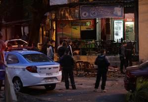 Agentes realizaram pericia no local do crime Foto: Domingos Peixoto / Domingos Peixoto