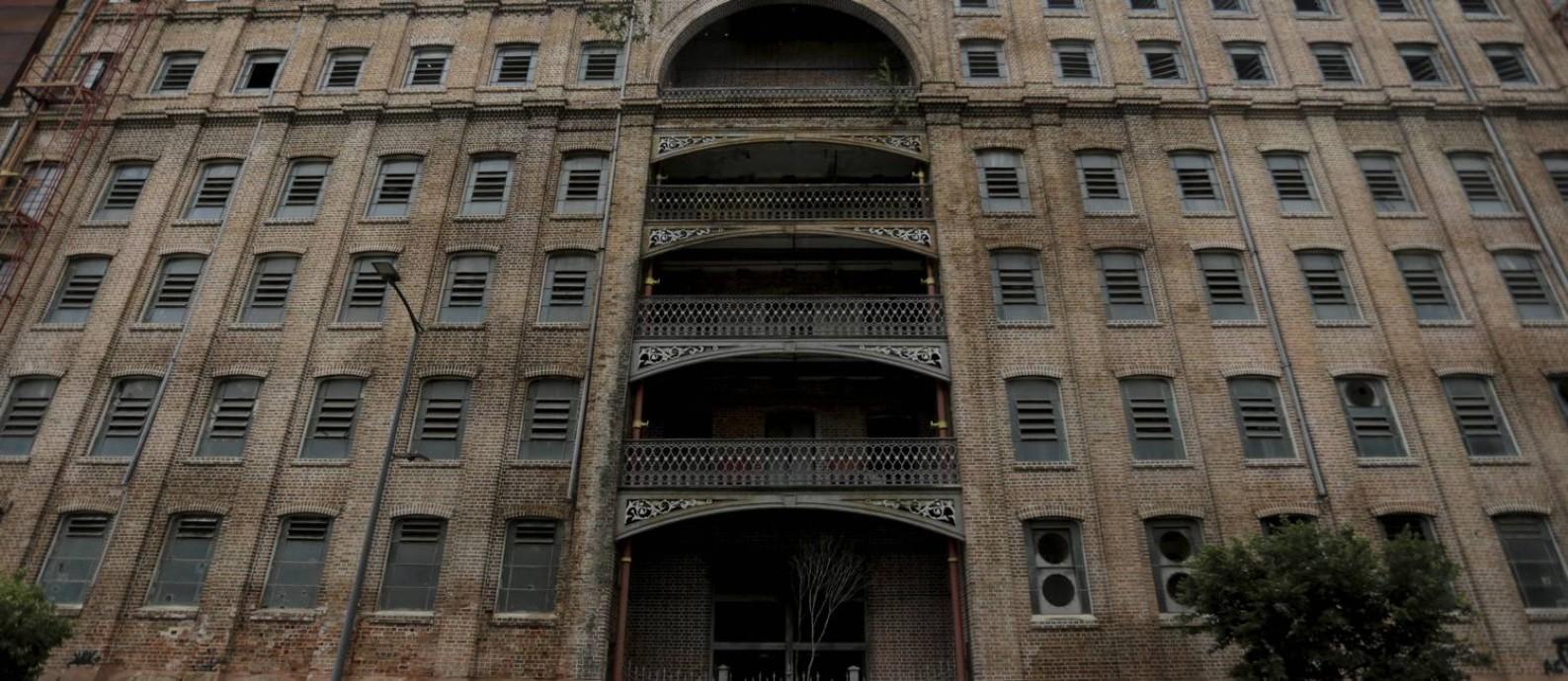 A fachada do Moinho visto da Praça da Harmonia Foto: Domingos Peixoto / Agência O Globo