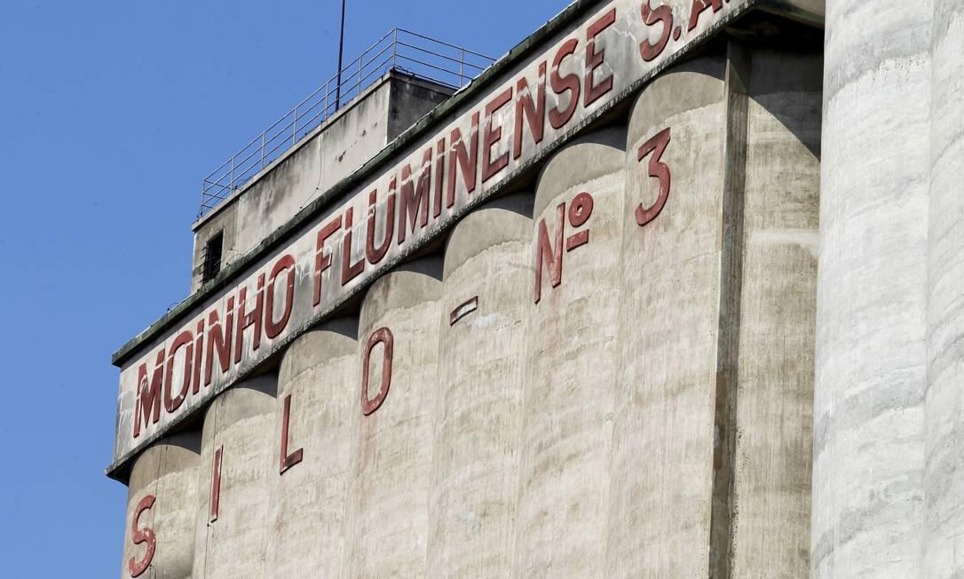 Em 1912 foi construído o silo numero 1 do túnel ligando o Porto ao Parque Industrial e do elevador para descarga dos navios Foto: Gustavo Miranda / Agência O Globo