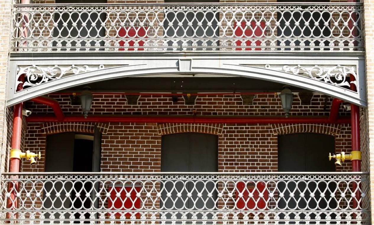 Detalhe da fachada do prédio Foto: Gustavo Miranda / Agência O Globo