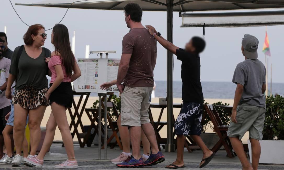 Diferença de altura entre garoto e vítima chama atenção Foto: Domingos Peixoto / Agência O Globo
