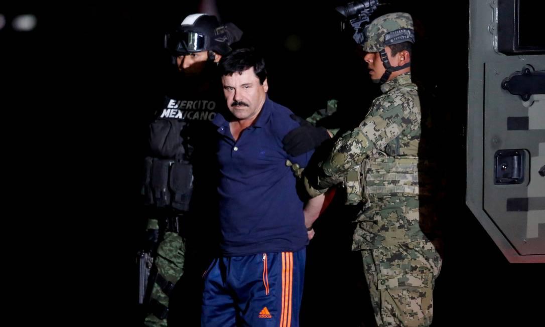 El Chapo é escoltado durante audiência na Cidade do México, em janeiro de 2016 Foto: Tomas Bravo / REUTERS