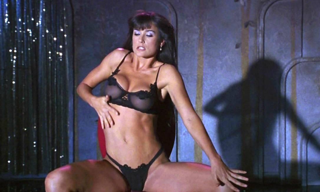 Demi Moore no filme com título sugestivo, 'Striptease'. De 1996, filme é ainda um clássico Foto: Divulgação
