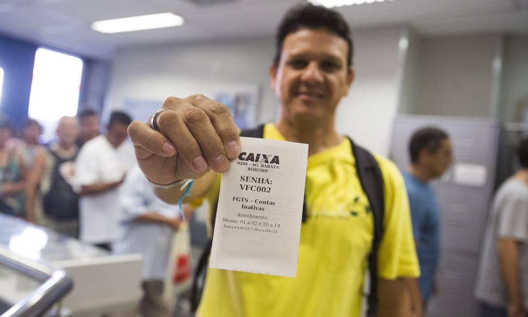 O presidente Jair Bolsonaro confirmou, nesta quarta-feira, que vai anunciar nesta semana a liberação de recursos do Fundo de Garantia do Tempo de Serviço (FGTS), assim como fez seu antecessor, Michel Temer, em 2017 Foto: Bárbara Lopes / Agência O Globo
