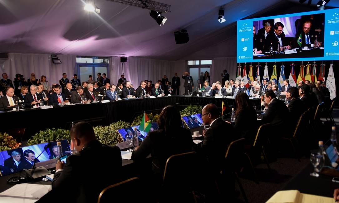 Bolsonaro discursa na 54ª cúpula do Mercosul, quando o Brasil assumiu a Presidência temporária do grupo Foto: HANDOUT / REUTERS
