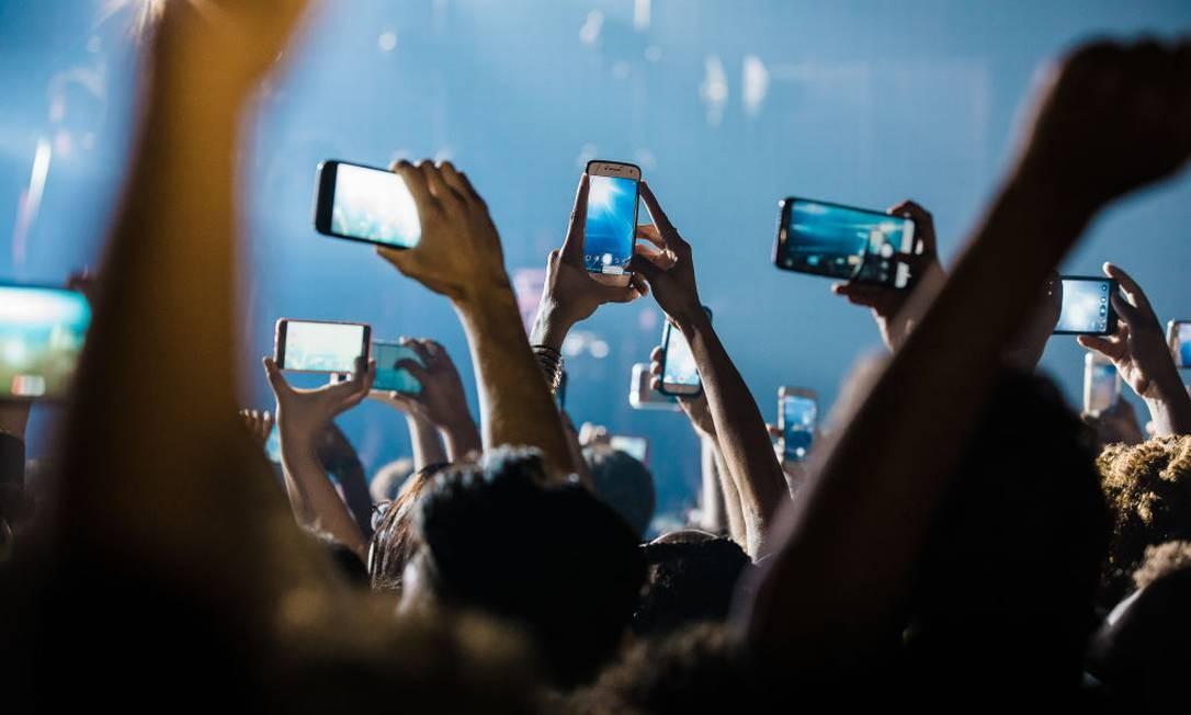 Fãs gravam show de Iza em São Paulo Foto: Mauricio Santana / Getty Images