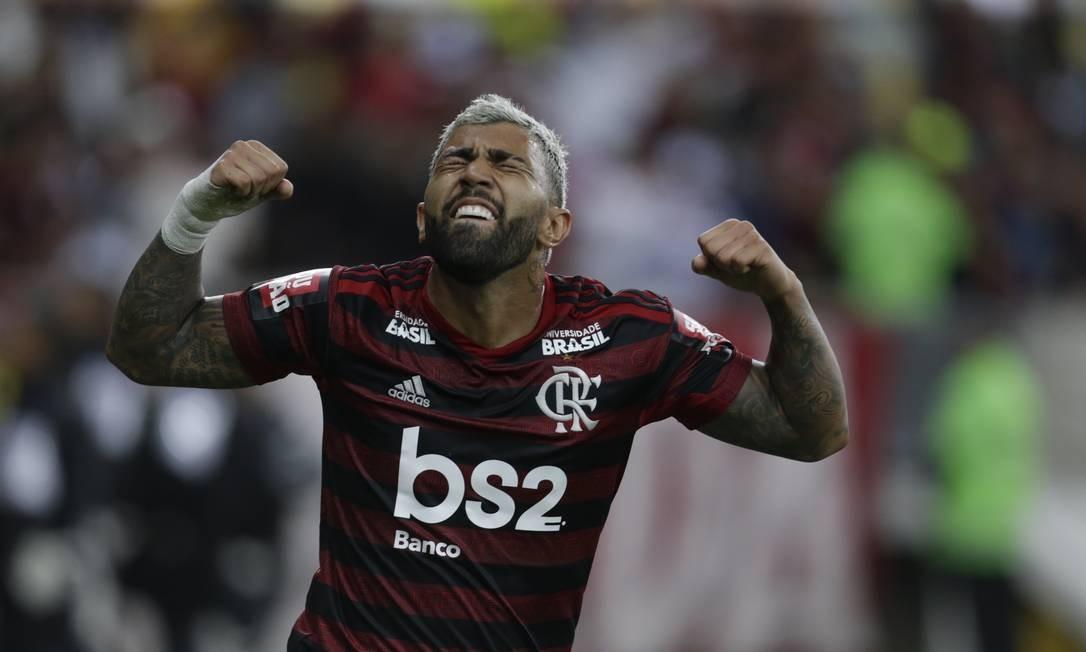 A emoção de Gabigol ao abrir o placar contra o Athletico-PR no Maracanã Foto: MARCELO THEOBALD / MARCELO THEOBALD