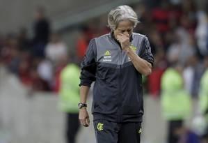 Jorge Jesus desolado com a eliminação do Flamengo Foto: MARCELO THEOBALD