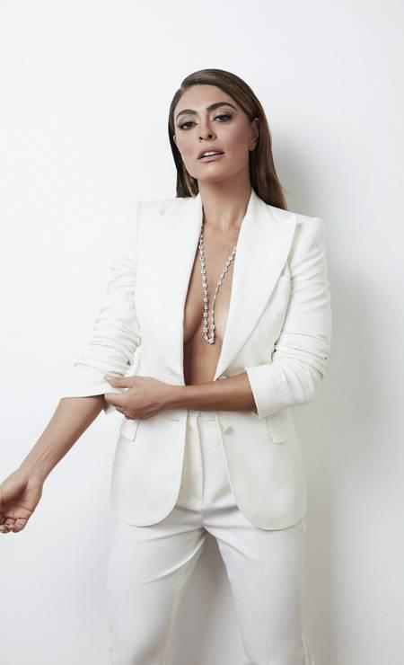 Blazer e calça, ambos Dolce & Gabbana e colar Sara Joias Foto: Rodrigo Bueno