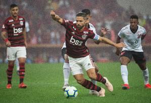 Diego na partida contra o Athletico-PR Foto: Alexandre Vidal/Flamengo