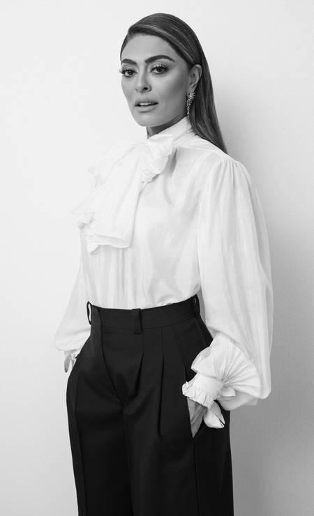 Camisa e calça, ambos Louis Vuitton, e brincos HStern Foto: Rodrigo Bueno