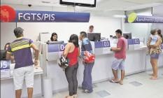 De acordo com dados do Conselho Curador do FGTS, 81,9% das contas têm saldo de até seis salários mínimos Foto: Divulgação-Caixa Econômica Federal