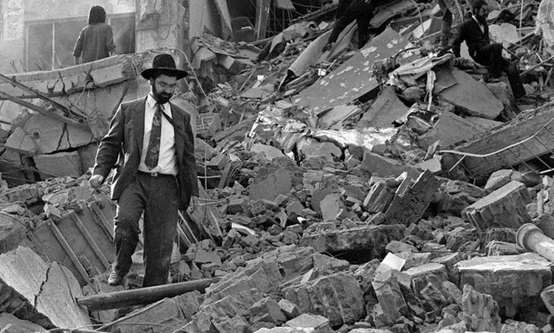 Escombros do prédio da Amia, alvo de atentado, em 18 de julho de 1994 Foto: Foto de arquivo/AFP