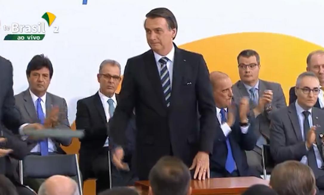 O presidente Jair Bolsonaro assinou decreto durante a solenidade de 200 dias de governo Foto: Reprodução TV
