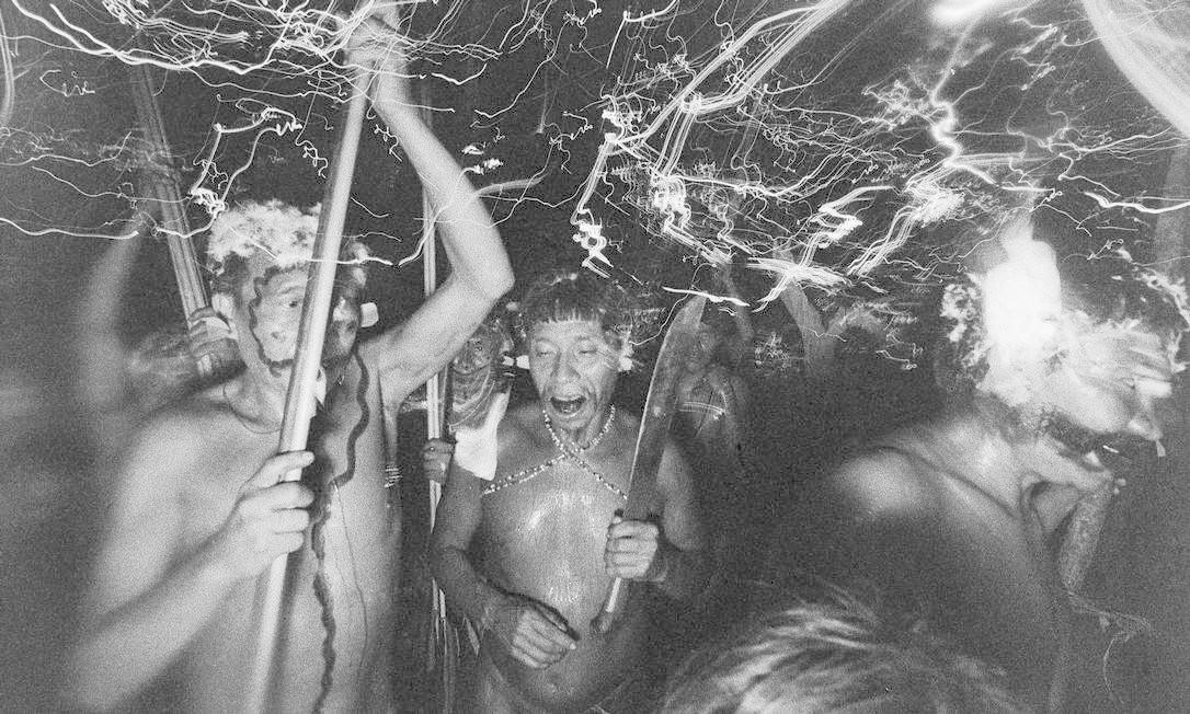 """""""Tentei fazer uma síntese para contar essa história: mulher, fotógrafa, que se lançou no meio da Amazônia para dar uma dimensão fotográfica a uma cultura que não conhecia fotografia"""", diz Thyago Nogueira, curador da mostra Foto: Claudia Andujar / Divulgação"""