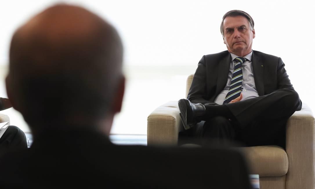Presidente Jair Bolsonaro durante audiência com o ministro da Saúde (Luiz Henrique Mandetta) e representantes do Conselho Federal de Medicina (CFM), em abril Foto: Marcos Corrêa / Agência O Globo