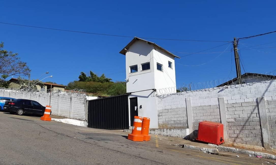 Clima é tranquilo na porta da Apac Varginha, em Minas, onde Bruno está preso Foto: Ernani / EPTV