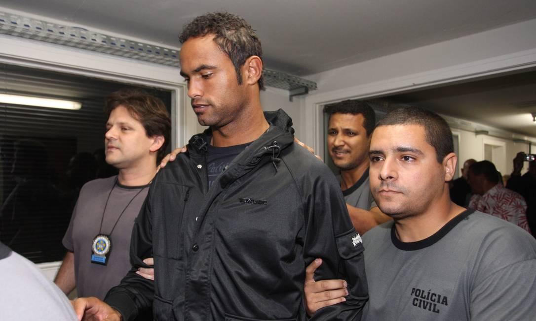 Em dia 7 de julho de 2010, Bruno se entrega à polícia depois que a Justiça decretou a prisão dos acusados da morte da modelo Eliza Samúdio Foto: Marcelo Carnaval / Agência O Globo
