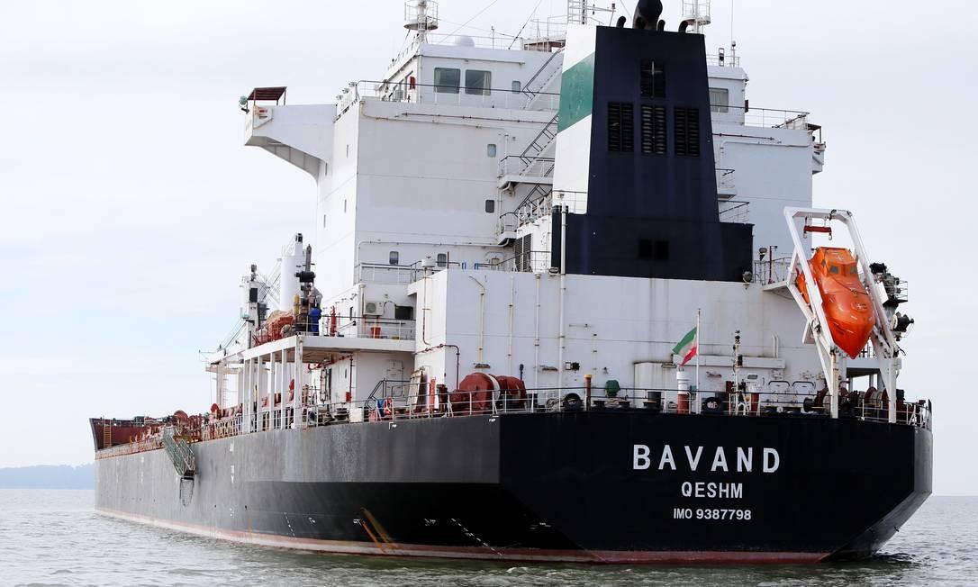 O navio iraniano MV Bavand, parado a cerca de 20 km do porto de Paranaguá (PR), aguarda decisão sobre abastecimento para seguir viagem rumo ao Irã. Foto: STRINGER / REUTERS