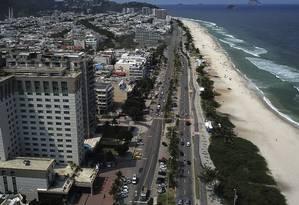 O metro quadrado na Avenida Lucio Costa hoje custa cerca de R$ 15 mil, menos do que em Copacabana, Ipanema e Leblon Foto: Agência O Globo / Custodio Coimbra/3-4-2019
