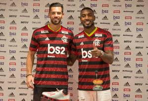 Pablo, à esquerda, e Gerson foram apresentados nesta sexta-feira Foto: Alexandre Vidal/Flamengo