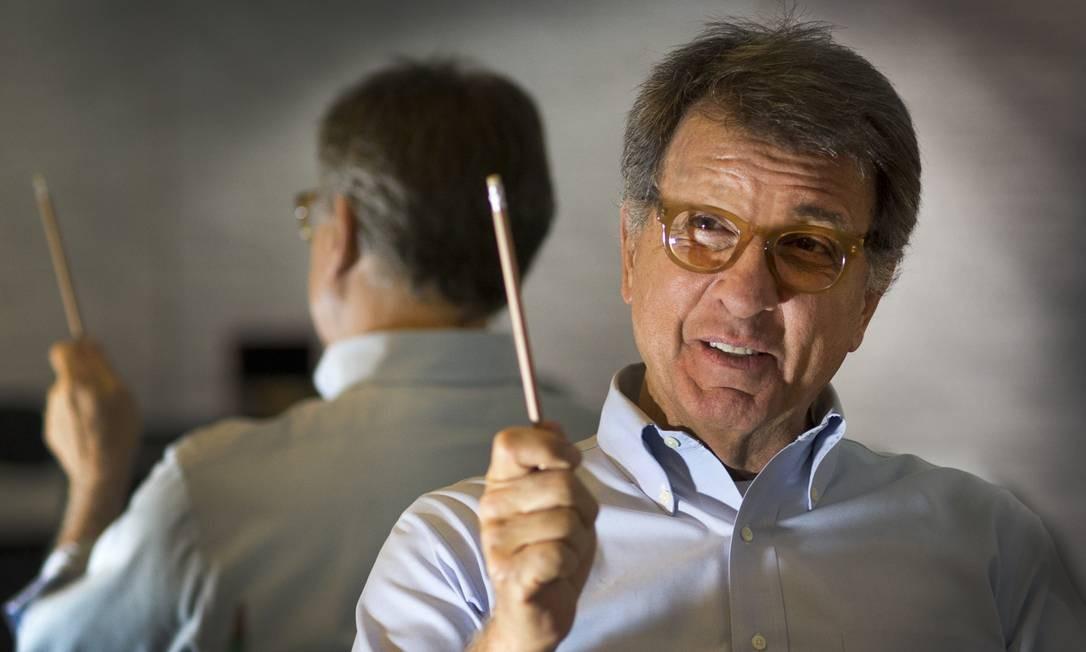 Empresário e suplente de senador Paulo Marinho posa no escritório de sua casa Foto: Antonio Scorza / Agência O Globo