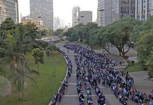 Em março, fila de 15 mil pessoas no Vale do Anhangabaú, em São Paulo, em busca de emprego. Foto: Edilson Dantas / Agência O Globo