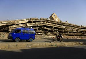 A Guerra Civil do Iêmen, que conta com a participação direta dos sauditas, já deixou quase 100 mil mortos e aparece como um dos motivos para as seguidas negativas do Congresso dos EUA para aprovar novas vendas de armas americanas à Arábia Saudita Foto: MOHAMMED HUWAIS / AFP
