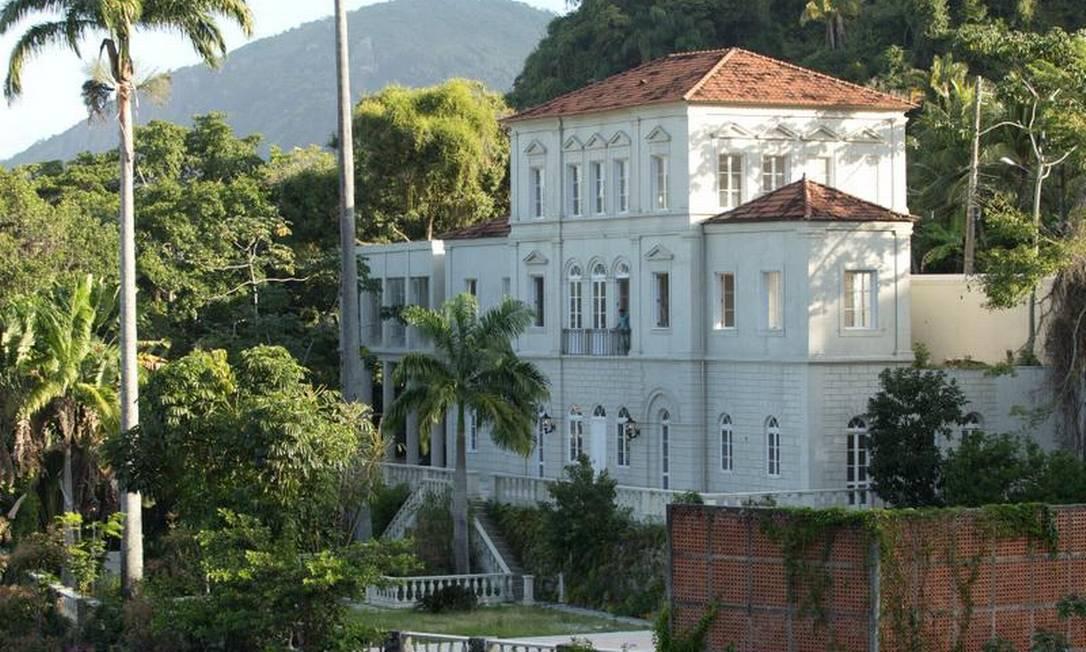 Imponente: palacete intriga vizinhos que não sabem o destino do imóvel Foto: Antonio Scorza / Agência O GLOBO
