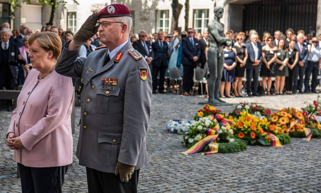 Chanceler alemã Angela Merkel participa de homenagem aos 75 anos da Operação Valquíria, ato que tentou matar Hitler Foto: JOHN MACDOUGALL / AFP