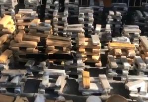 Mais de uma tonelada de drogas foi apreendida na Penha pela PM Foto: Twitter (@PMERJ) / Reprodução