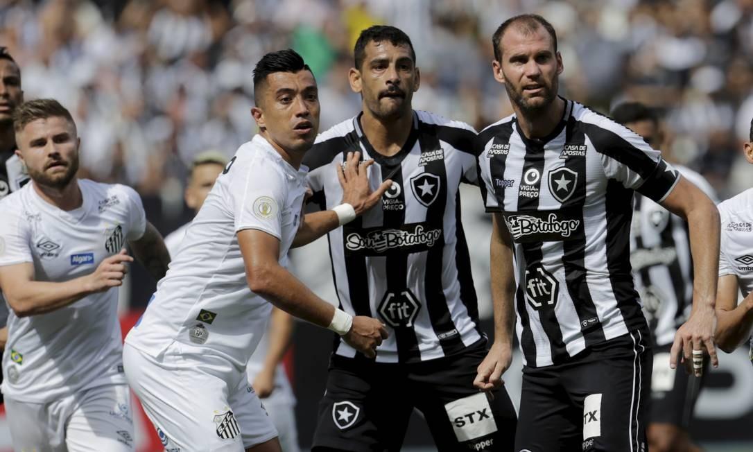 Santos bateu o Botafogo no Nilton Santos Foto: MARCELO THEOBALD / Agência O Globo