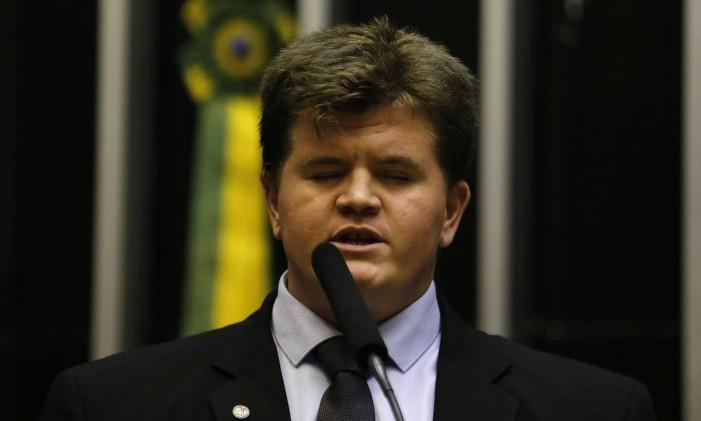 Felipe Rigoni (PSB-ES), o primeiro deputado federal cego eleito no Brasil discursa na Câmara Foto: Jorge William 20/02/2019 / Agência O Globo
