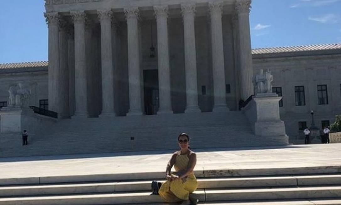 Mulher do ministro Sergio Moro, a advogada Rosângela Wolff Moro posa em frente à Suprema Corte dos EUA, em Washington Foto: Reprodução/Instagram