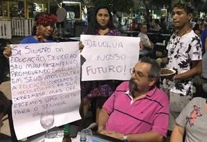 Manifestantes protestam contra Abraham Weintraub em Alter do Chão Foto: Reprodução