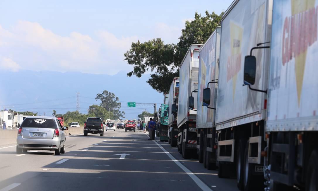 As mudanças na forma como os preços do frete seriam tabelados irritaram os caminhoneiros Foto: Fabiano Rocha / Agência O Globo