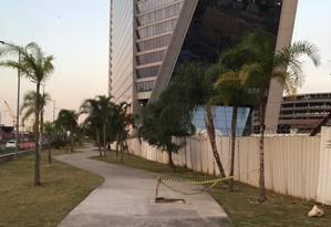 Bueiro sem tampa na zona portuária: homem caiu e teve ferimentos leves Foto: Thiago Roza / Divulgação