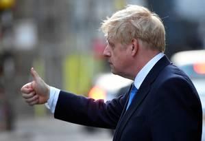 Boris Johnson deixa recepção privada logo após ser eleito líder dos conservadores britânicos e, assim, novo primeiro-ministro do Reino Unido: escolha por ser lembrado por suas muitas falhas ou por um único ato de bravura Foto: TOBY MELVILLE / TOBY MELVILLE/REUTERS