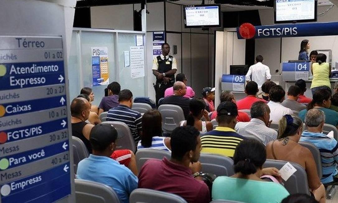 Saque das contas ativas e inativas do FGTS: Caixa já confirmou que terá esquema especial de atendimento Foto: Arquivo/Agência O Globo