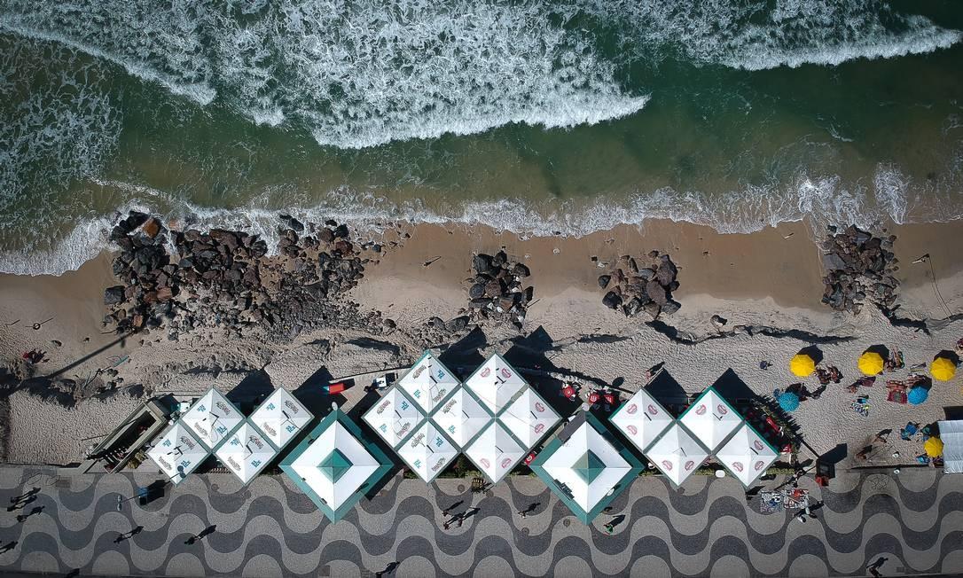 Copacabana após a ressaca que provocou o sumiço da faixa de areia na altura do Posto 5 Foto: Pablo Jacob / Agência O Globo